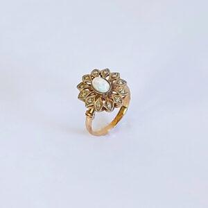 טבעת אופל לבן שיבוץ יהלומים דגם BR526
