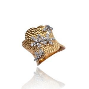 טבעת זהב עם יהלומים בעיצוב מושלם דגם WBR1117
