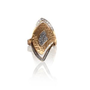 טבעת זהב עם יהלומים בעיצוב מיוחד דגם WBR1127