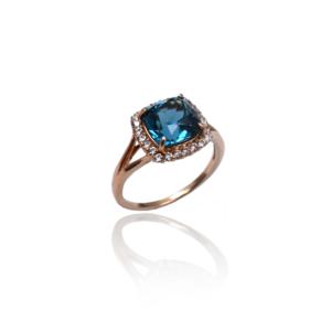Великолепное золотое кольцо с топазом WR858